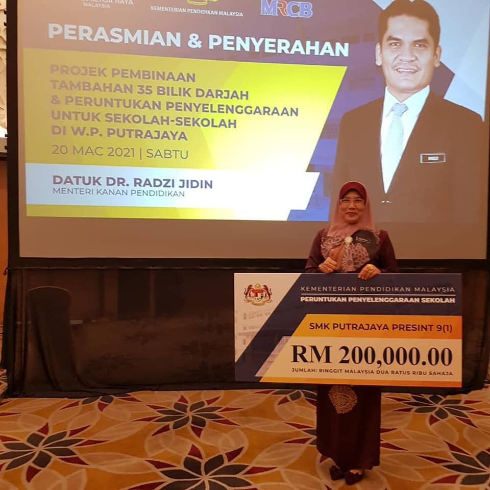 Perasmian & Penyerahan oleh Datuk Dr. Radzi Jidin, Menteri Kanan Pendidikan8